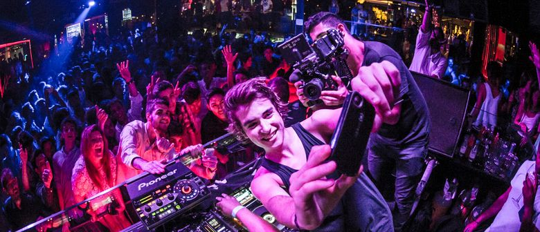 Danny Avila (SPA) with Hong